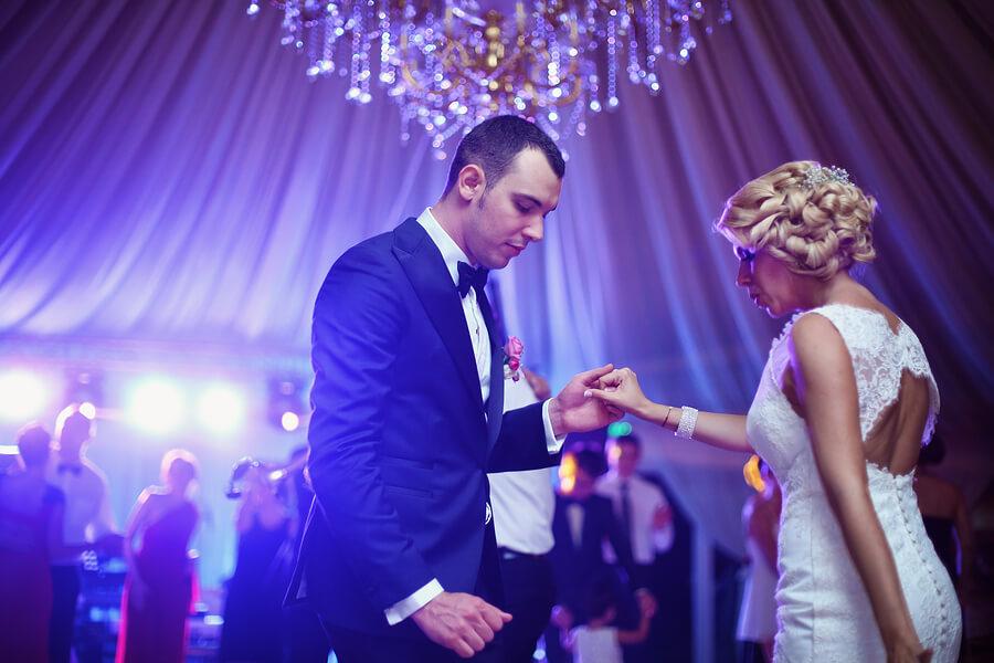90 S Wedding Song Play List Create Excitement Wedding Djs